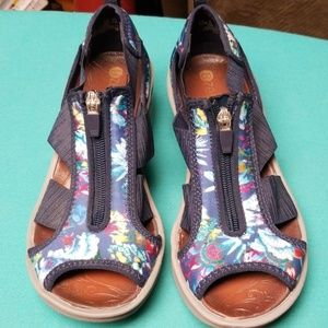 Bzees sandals